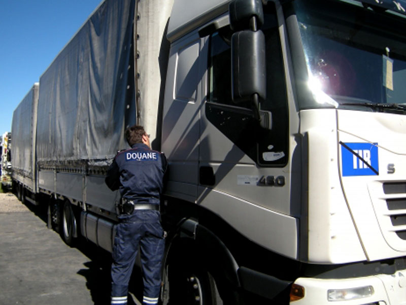 camera-perche-douanes-inspection-camion